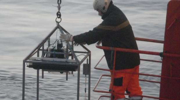 Sampling platform fitted with underwater camera.