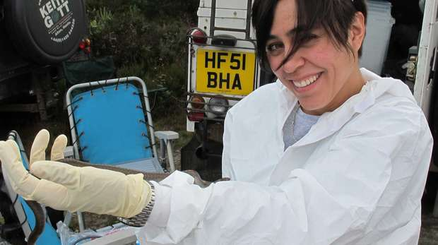 Gabriela Peniche screening smooth snakes in the wild