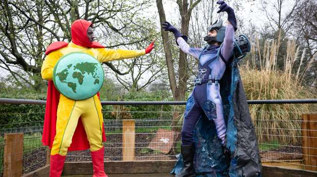 Superheroes Captain Z vs Plastico