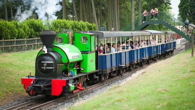 Train on railway at Whipsnade