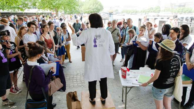 Scientist presenting to an audience at Soapbox Science