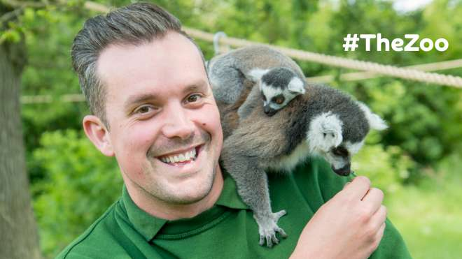 Keeper Graeme with lemurs #thezoo
