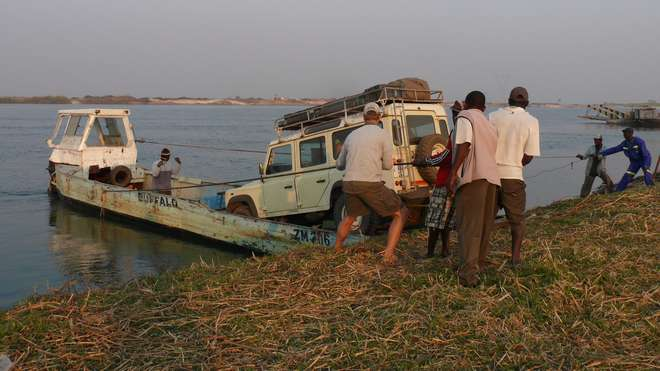 Land Rover crossing the Zambezi