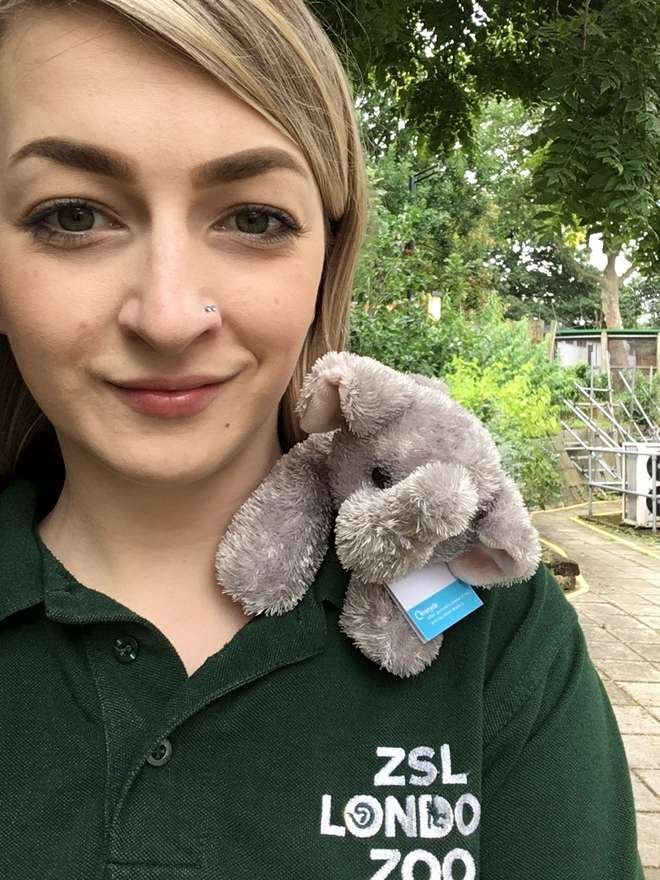 Volunteer Carys in her green ZSL Keeper Volunteer polo shirt